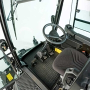 Jacobsen-HR600-cab-inside1