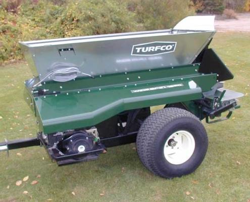 Turfco-Widespin-1550-gezogen-mit-Motor