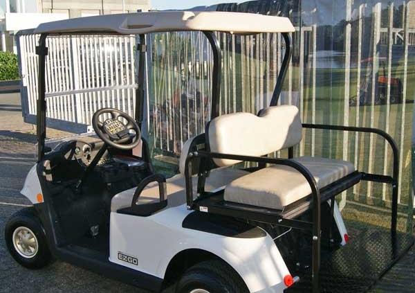 Gebrauchte-Golfcarts-EZGO-RXV-weiss-Flip-Flop-back-600x600