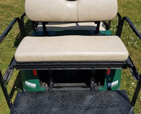 Gebrauchte-Golfcarts-EZGO-RXV-grün-FlipFlop-Sitzfläche-600x600