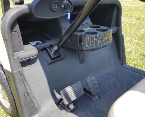 Gebrauchte-Golfcarts-EZGO-RXV-weiss-Innenansicht-600x600