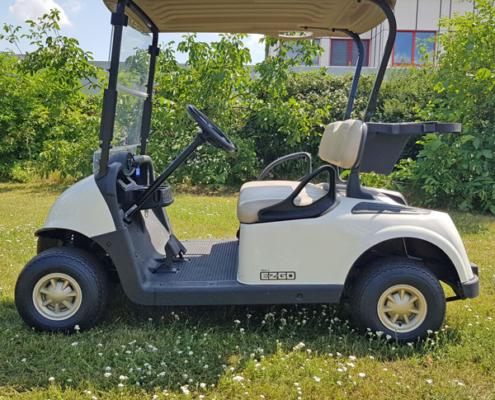 Gebrauchte-Golfcarts-EZGO-RXV-weiss-Seitenansicht-600x600